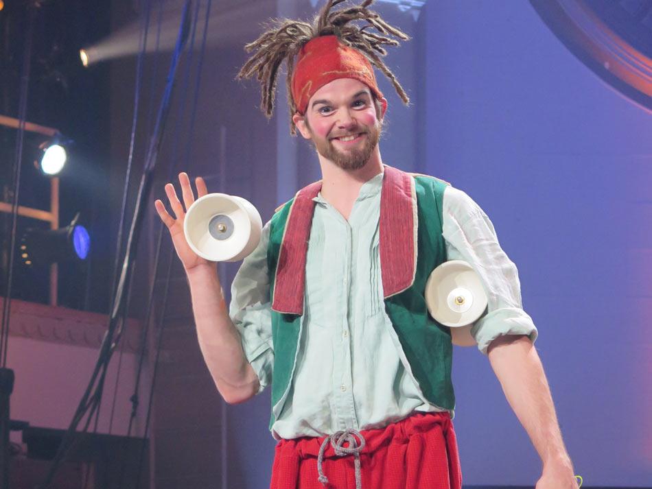 Surprise Pere Noel Jeremie Arsenault jonglerie diabolo 10Ave 1